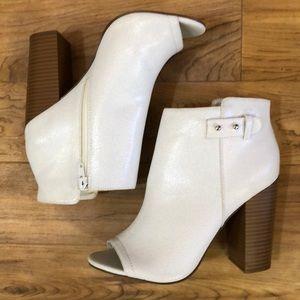"Rock & Republic white Peep Toe stacked 4"" heel 9M"